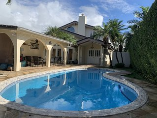 Spacious Home In Kahala That's Centrally Located w/ AC, Pool, Lanai 5BR/4Bath
