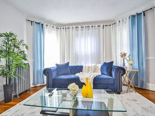 Perfect for large group 10 beds•  4.6 mi to Downtown •steps to T 5BD/2Bth