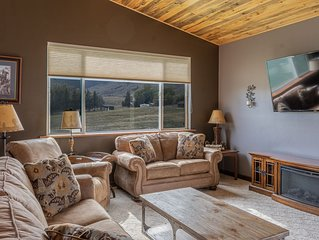 Bison Lodge Large home sleeps 8 ~ 5 miles from the North entrance of Yellowstone