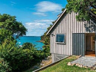 Kina Cottage - Waiheke Holiday Home