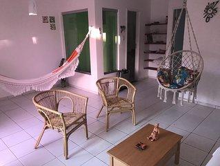 Duplex confortavel, 3qts (1Suite), Wifi, Ar Cond. 2 min da Orla. Aconchegante.