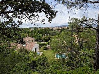 Maison au pied du Luberon 160 m2 en bordure de forêt avec piscine