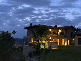 Private Villa in 5 acres, with large pool and outside kitchen. 5min to Canelli