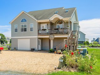 Aqua Vista is a fabulous Waterfront home in Captain`s Cove on the Chincoteague B