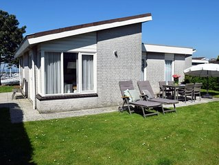 Detached bungalow for 5 people with a beautiful view of the marina