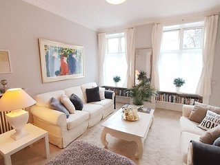 Classic spacious apartment in central Copenhagen with two bedrooms and park view