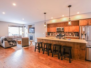 Sleeps 8, 3 Bedroom, Hot Tub, Ski in/Out Townhouse
