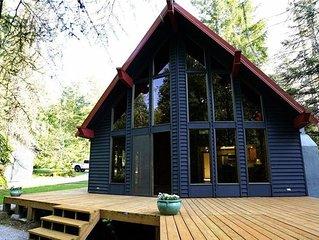 Cozy Cabin, Riverfront, Near Mt Rainier Sleeps 2-6