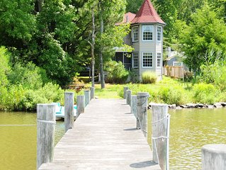 Serene Waterfront Cottage with dock and gorgeous views.