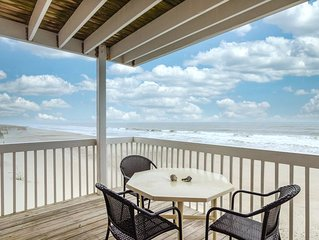 Oceanfront condo with great view close to the pool