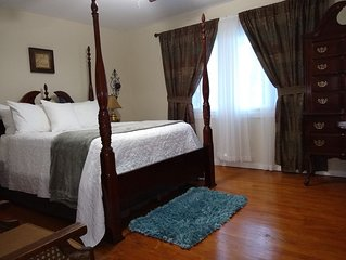 Comfortable place in Evanston!  Close to Northwestern and Loyola University.