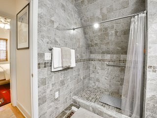 Quiet and very private  newly renovated full sized apartment