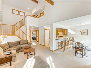 Charming, family-friendly home w/ a kitchen, deck, fireplace, books, & games