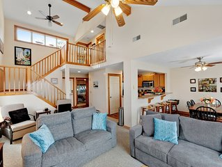 Family-friendly mountain home w/ gas fireplace, deck & gas grill!