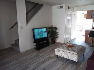 Tempe Townhouse walking distance to ASU/Mill Ave & 5 min from Sky Harbor Airport