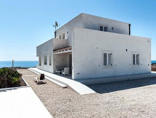 Luxury Holiday Home in Portopalo di Capo Passero with Pool