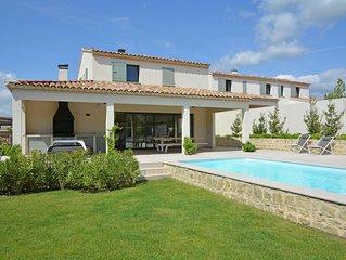 Vibrant Villa in Malaucène with Private Garden