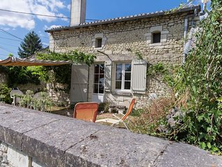Vintage Holiday Home in Sossais with Garden