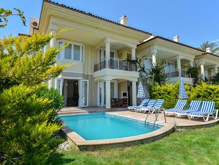 NEW LISTING Sunset Beach Club Pearl 1 - Seafront 4 Bedroom Villa w/ Private Pool