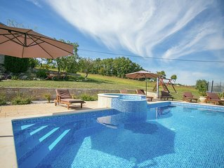 Unique Villa for up to 8 persons, with pool, jacuzzi and beautiful garden