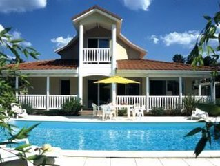 Detached villa with swimming pool, the beach and sea at Lacanau (4 km)