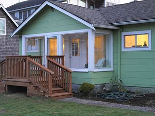 SeaBreeze Bungalow - 1/2 block to the beach in cozy, quiet North end of Seaside