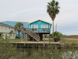 Cute Cabin on the Canal with boat dock, blocks from beach, Marina walkable