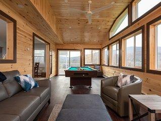 Modern Mountain House 5Bd/3Ba, HotTub, 4 Season Room, 5 min from Windham Mtn