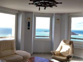 Vue mer panoramique 250° des 10 fenêtres !! Classé meublé de tourisme 4 étoiles.