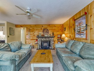 Secluded Mountain Townhouse w/ WiFi, Private Washer/Dryer, and Gas Fireplace!
