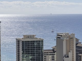 Penthouse Studio in Western Waikiki - convenient location, & stunning views!
