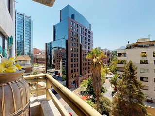 Beautifully decorated apt. w/city views, great downtown location, & jetted tub