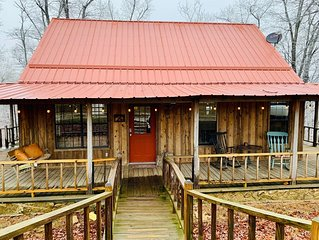 **FIREFLY COTTAGE**-Peaceful Setting-Located On 11 Acres