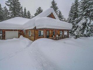 Cozy Hubbard Cabin w/ Private Hot Tub, Backyard, BBQ Porch, Close to Lake