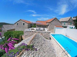 Grohote: Maison villageoise de caractere avec piscine