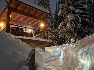 The 'Eh' Frame at SilverStar- March & April Availability, Sleeps 5, Hot Tub