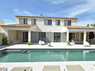 Premium Villa in Malaucene with Private Pool