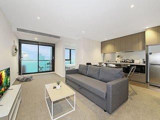 A Cozy CBD Suite with City Views + Pool & Gym