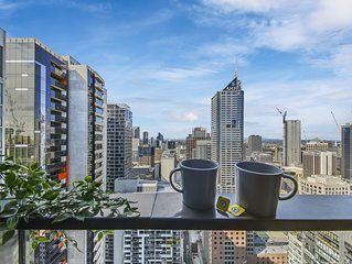 A Cozy 2BR Apt Next to Southern Cross + City Views