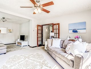Fort Grounds - Walking Distance to City Beach/Park & Downtow