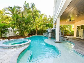 Incredible 9 bedroom Luxury Home! Private Pool, Spa, Waterslide! Close to beach!