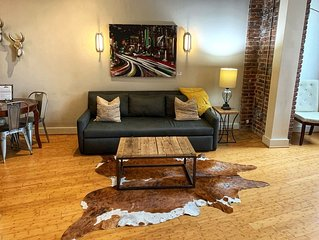 Stay Downtown Nashville Walk Everywhere! Brooks, Sleeps 6 MusicCityLoft on VRBO!