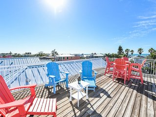 Spacious beach house, friends and family will love! Pool and spa, rooftop deck!