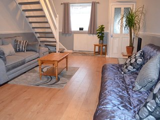 2 bedrooms close to shops, port and train station.