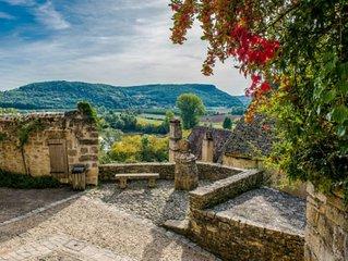 Prachtig ruim huis in het centrum van de Dordogne met uitzicht op waterval
