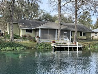 Gorgeous RIVERFLOW on the Rainbow River in Dunnellon, FL. 5 bd, 3 ba, sleeps 10.