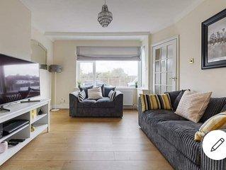 Modern 4 bed house in Heathrow, London