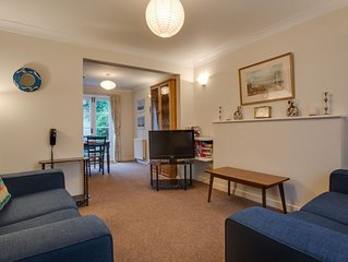 This cute little mews cottage in the heart of Brighton, conveniently located
