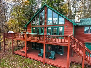 Angel's Landing is the ideal mountaintop home! Perfectly situated on Marsh Hill