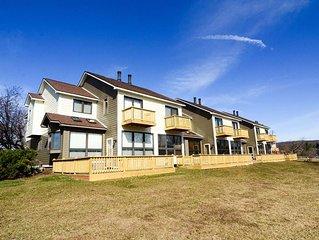 Located in a popular community development, Ski Harbor #13 provides the conveni